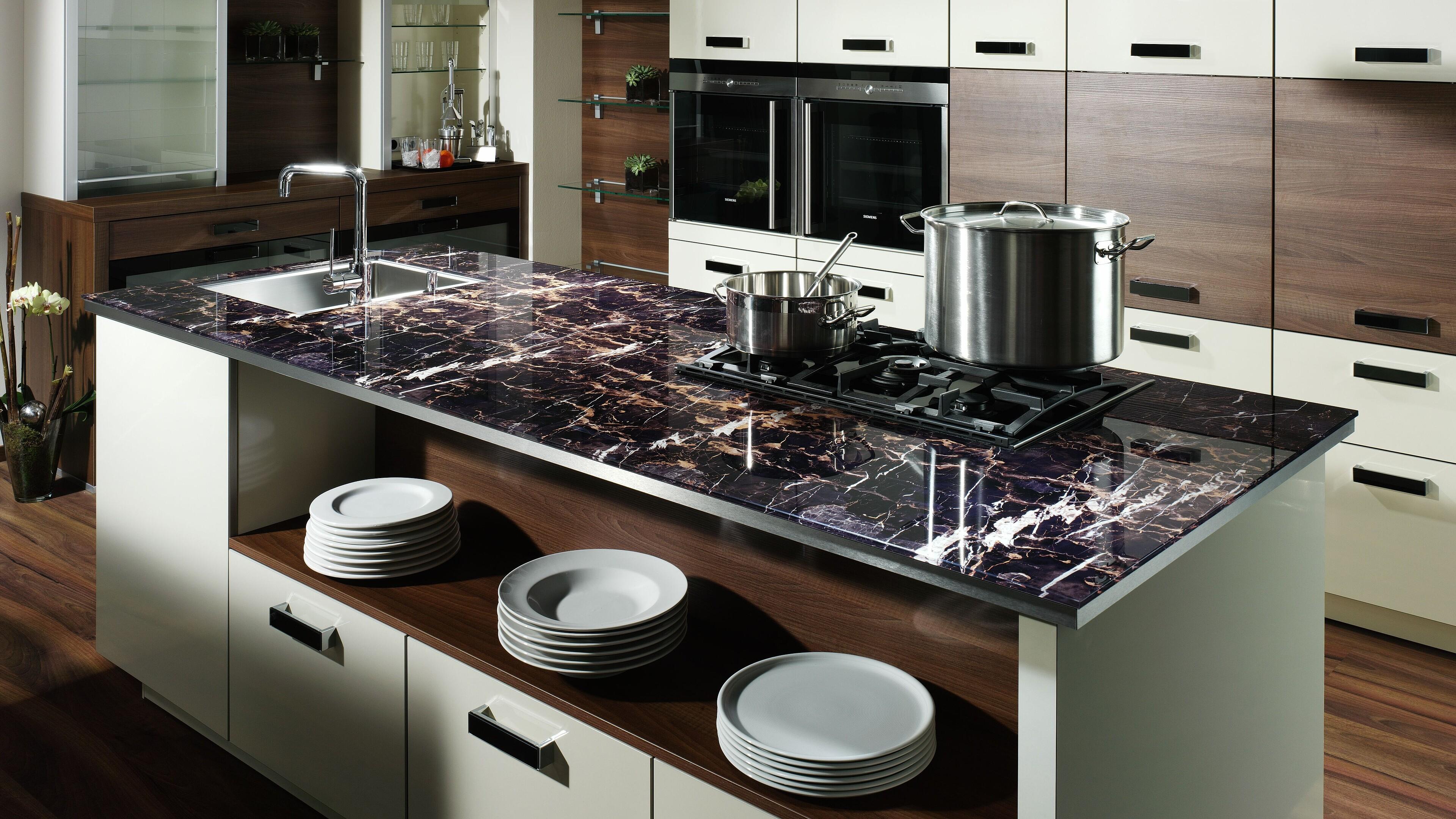 Küchenarbeitsplatte: Tipps zu Materialien, Einbau und Pflege