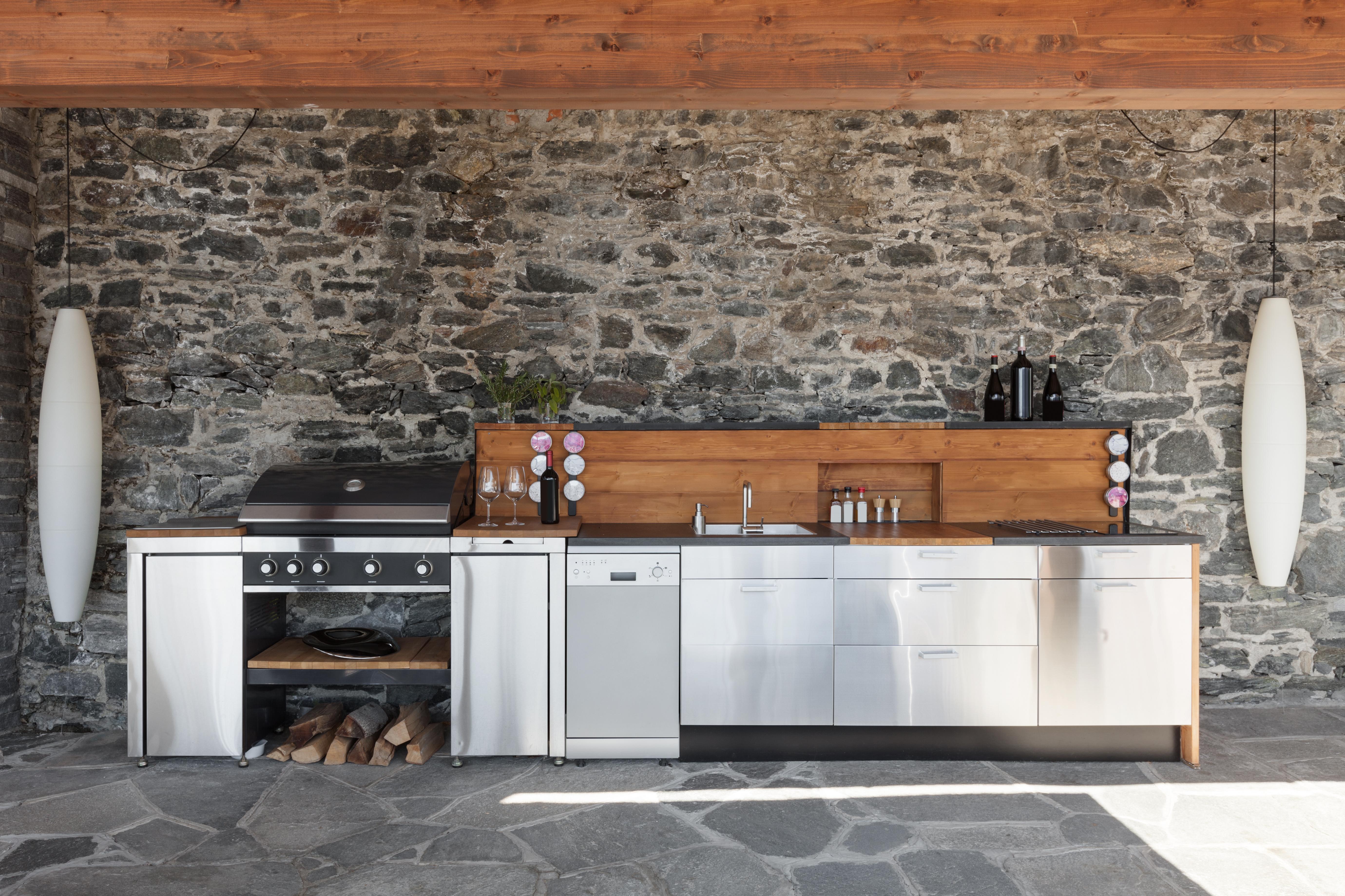Outdoor Küche: Tipps für das Kochen im Sonnenschein