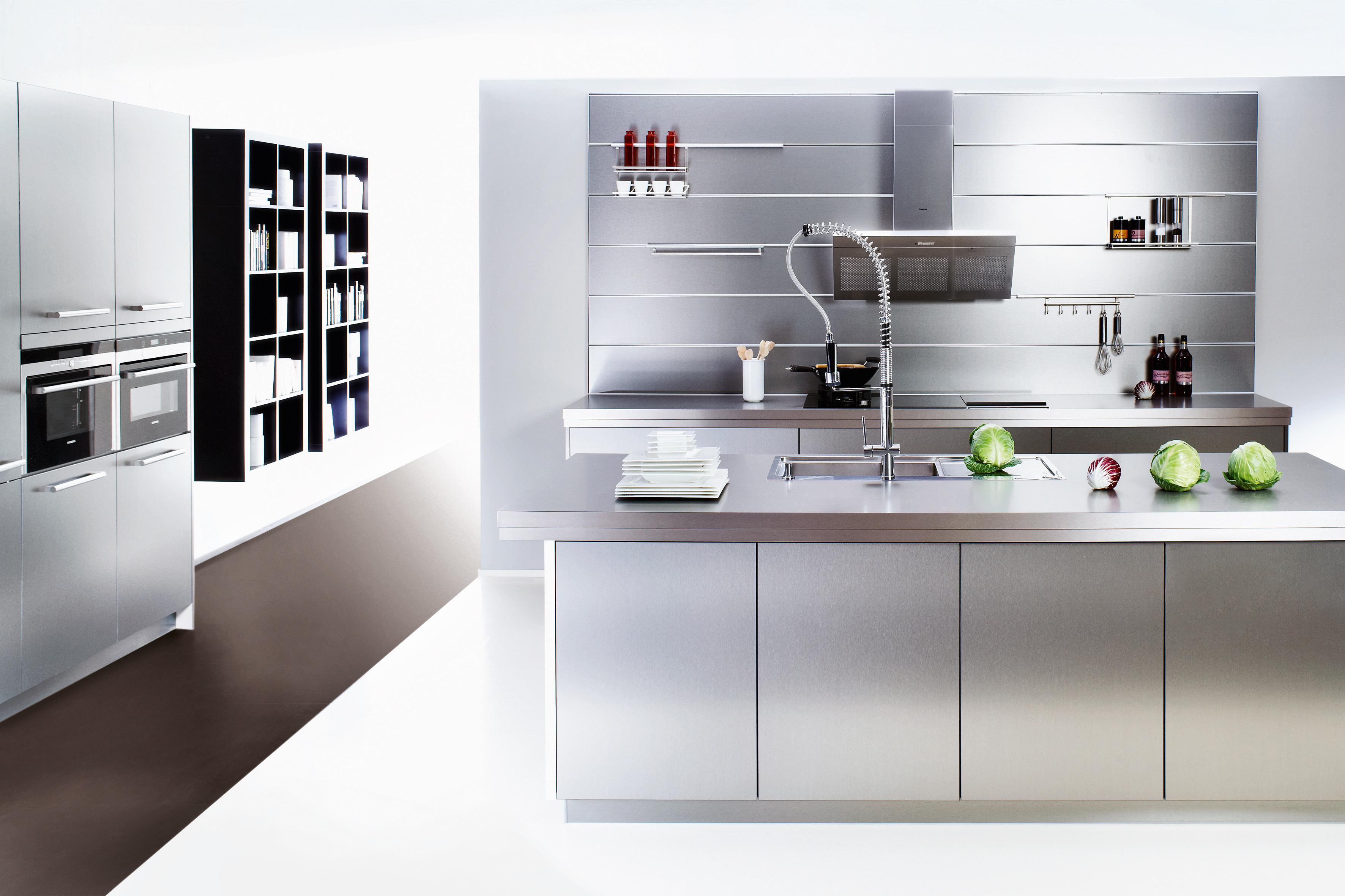 Küchenrückwand: Holz, Glas oder Metall?